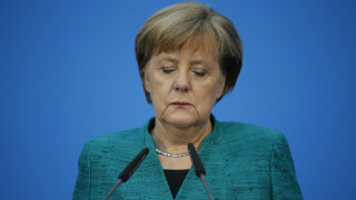 Μέρκελ: Οδυνηρή αλλά αποδεκτή η παραχώρηση του υπ. Οικονομικών στο SPD