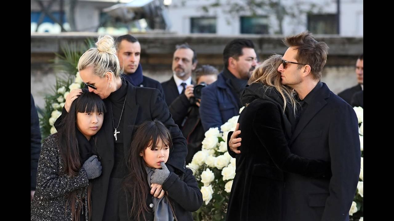 https://cdn.cnngreece.gr/media/news/2018/02/12/117395/photos/snapshot/2017-12-09T131902Z_2009779640_RC1C835F4B20_RTRMADP_3_PEOPLE-JOHNNYHALLYDAY.JPG