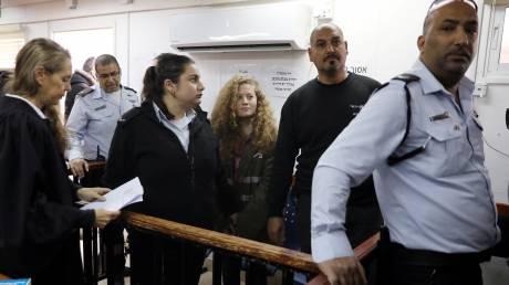 Ταραχοποιός ή σύμβολο αντίστασης; Ξεκινά η δίκη της 17χρονης Άχεντ Ταμίμι