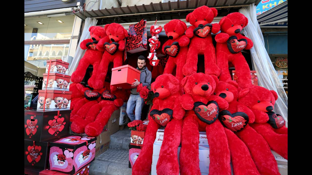 https://cdn.cnngreece.gr/media/news/2018/02/13/117515/photos/snapshot/VALENTINES-DAY-LEBANON-REUTERSAzizTaher.jpg
