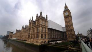 Λήξη συναγερμού στο Λονδίνο μετά τον εντοπισμό «ύποπτου» πακέτου στο Κοινοβούλιο