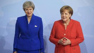 Συνάντηση Μέρκελ - Μέι την Παρασκευή στο Βερολίνο