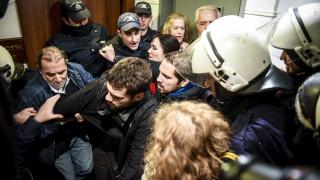 Οκτώ προσαγωγές μελών του κινήματος «Δεν Πληρώνω» έπειτα από διαμαρτυρία για πλειστηριασμούς
