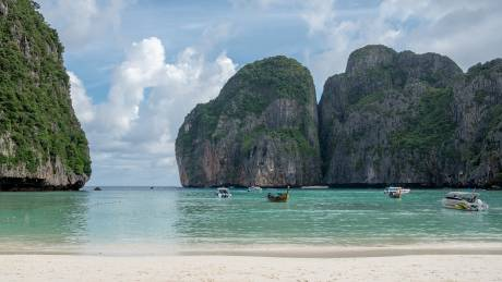 Κλείνει η Maya Bay, η διάσημη παραλία της Ταϊλάνδης