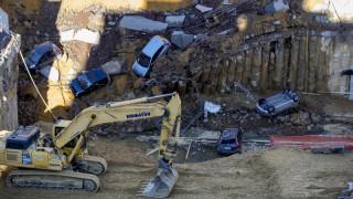 Ρώμη: Τεράστια καταβόθρα «κατάπιε» αυτοκίνητα και ξεσπίτωσε δεκάδες οικογένειες