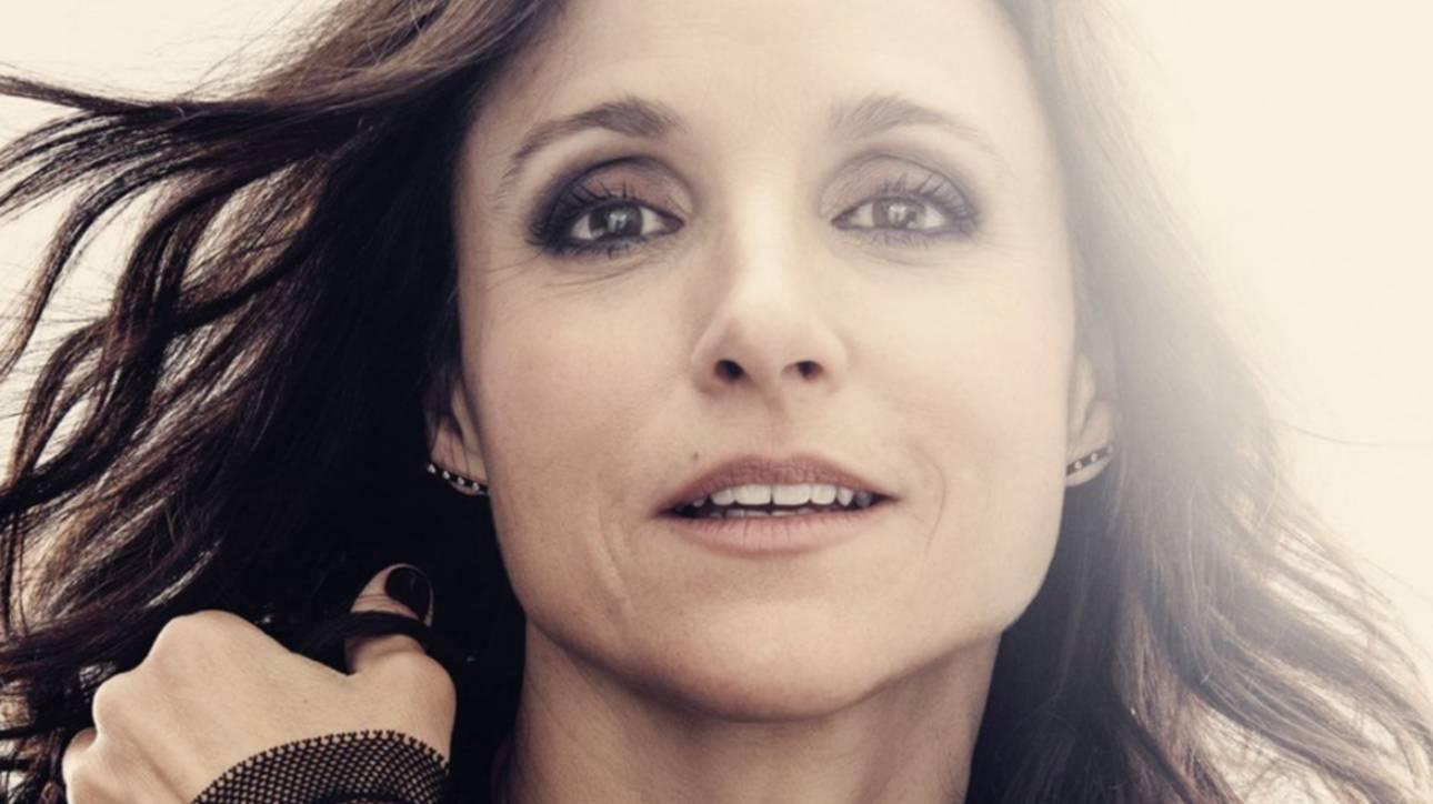 Τζούλια Ντρέιφους: απαντάει στον καρκίνο με selfie νίκης μετά την μαστεκτομή