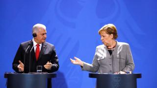 «Υπάρχουν πολλά εμπόδια»: Δεν έπεσαν οι τόνοι μετά τη συνάντηση Μέρκελ - Γιλντιρίμ