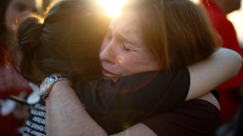 ΗΠΑ: Θλίψη και οργή για την πολύνεκρη τραγωδία στη Φλόριντα