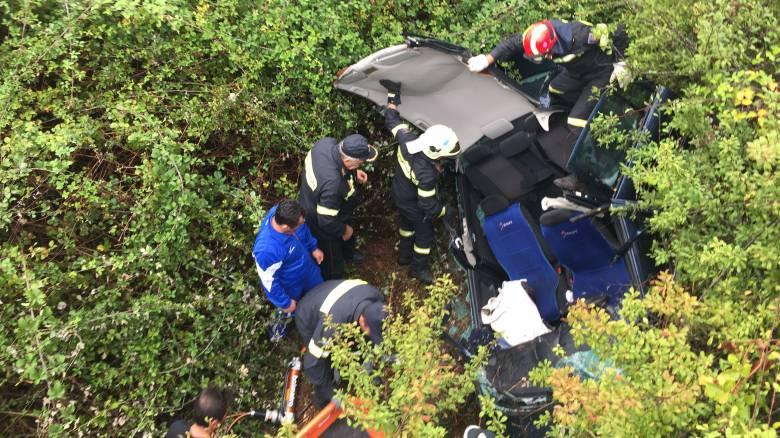 Αυτοκίνητο με δύο επιβαίνοντες έπεσε σε γκρεμό 70 μέτρων στα Χανιά