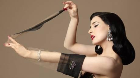 Ντίτα φον Τιζ: Η επιβλητική χορεύτρια του μπουρλέσκ έγινε και τραγουδίστρια