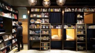 Bed and Book Τόκιο: Ύπνος σε «ράφι» βιβλιοθήκης