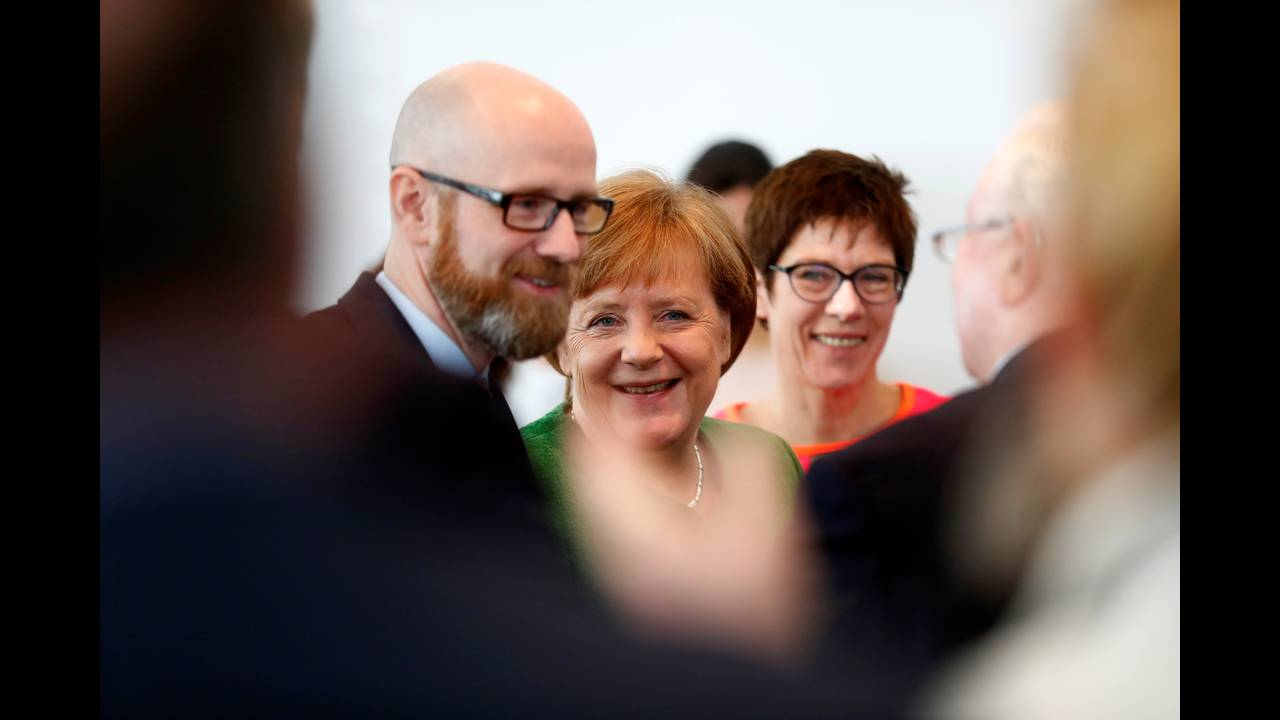 https://cdn.cnngreece.gr/media/news/2018/02/19/118356/photos/snapshot/2018-02-19T101639Z_1817498434_RC1D921FFE70_RTRMADP_3_GERMANY-POLITICS.JPG