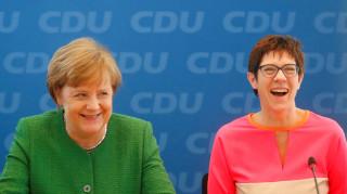 Την πρωθυπουργό του κρατιδίου Ζάαρ προωθεί η Μέρκελ για γ.γ του CDU
