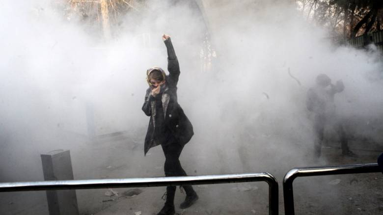 Ιράν: Τρεις αστυνομικοί νεκροί σε συγκρούσεις με διαδηλωτές