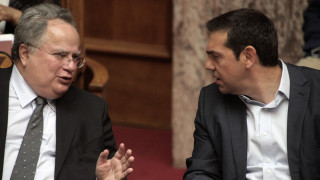 Κοτζιάς ενημερώνει Τσίπρα για τις τελευταίες εξελίξεις στις διαπραγματεύσεις με την πΓΔΜ