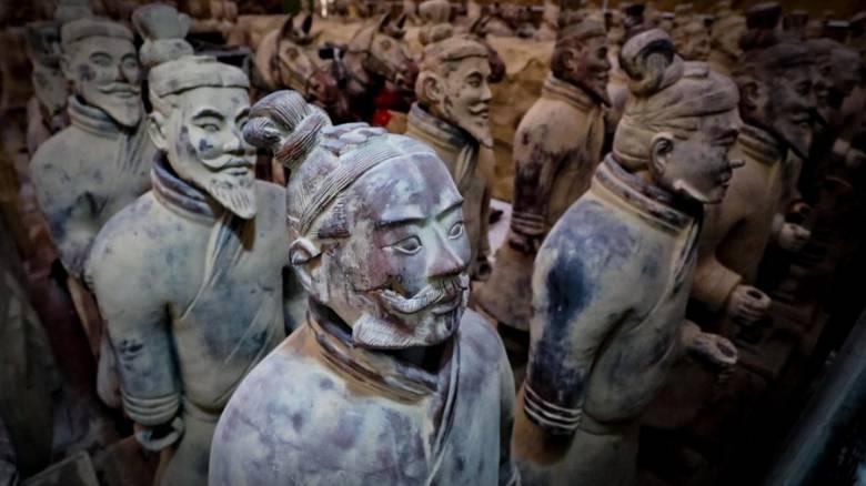 Κινεζική οργή μετά τον βανδαλισμό πολεμιστή του «Πήλινου Στρατού» στις ΗΠΑ