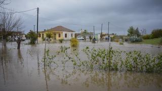 Προβλήματα στα Σφακιά από τη σφοδρή βροχόπτωση – Πλημμύρισαν σπίτια και δρόμοι