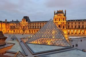 Musée du Louvre, Παρίσι - Ακόμη ένα πασίγνωστο μουσείο στον κόσμο των Τεχνών, είναι το Μουσείο του Λούβρου. Ένα γυάλινο κτήριο στο σχήμα της πυραμίδας, φιλοξενεί μερικά από τα πιο κλασικά και αγαπημένα έργα όλων των εποχών. Αγάλματα της αρχαιότητας, ιταλι