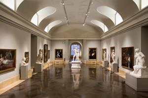Prado Museum, Μαδρίτη - Ένα από τα δημοφιλέστερα και κορυφαία μουσεία του κόσμου, το Prado φιλοξενεί εξαιρετικά έργα Ισπανών σπουδαίων καλλιτεχνών όπως ο Velázquez, ο El Greco και ο Goya, ενώ ταυτόχρονα περιέχει και συλλογές Ολλανδών αλλά και Ιταλών ζωγρά