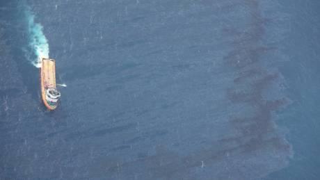 Στις ιαπωνικές ακτές έφτασε το πετρέλαιο από το ναυαγισμένο ιρανικό δεξαμενόπλοιο