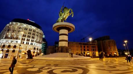 πΓΔΜ: Απομακρύνονται από το κέντρο των Σκοπίων αγάλματα που παραπέμπουν σε αλυτρωτισμό