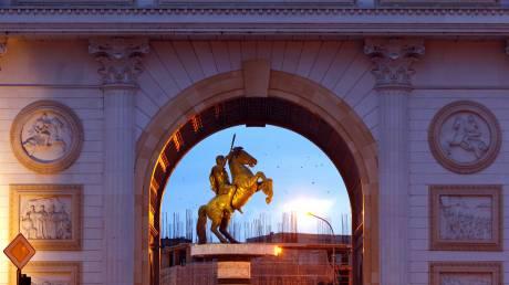Νέα κίνηση καλής θέλησης από τον Ζάεφ: Απομακρύνει και αγάλματα που παραπέμπουν σε αλυτρωτισμό
