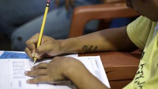 Ινδία: Μπλόκο στα σκονάκια με τον πιο «βίαιο» τρόπο