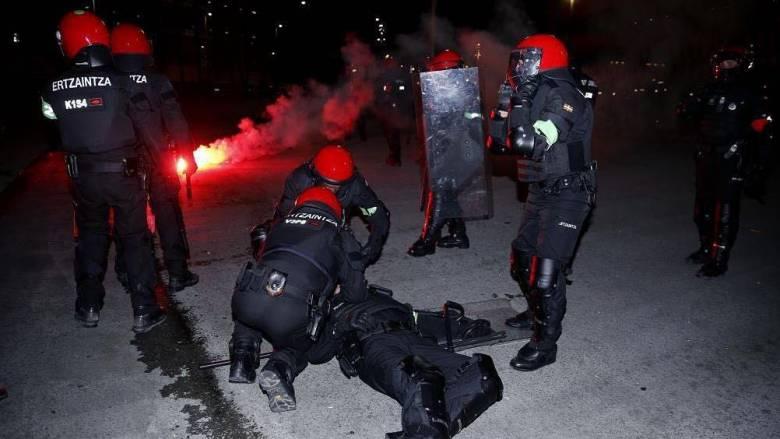 Europa League: Η συγκλονιστική κατάρρευση αστυνομικού σε επεισόδια στο Μπιλμπάο (pics&vid)