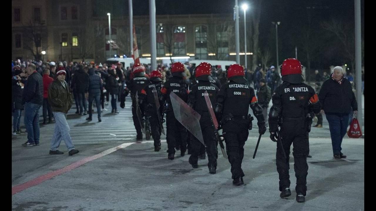 https://cdn.cnngreece.gr/media/news/2018/02/23/118906/photos/snapshot/Policia01.JPG