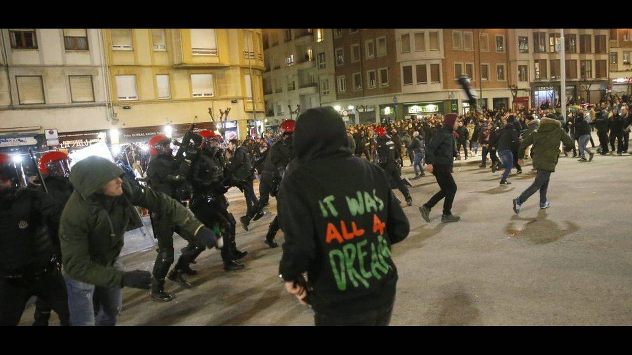 https://cdn.cnngreece.gr/media/news/2018/02/23/118906/photos/snapshot/Policia03.jpg
