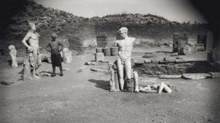 Δήλος: η γενέτειρα του Απόλλωνα σε ένα ιστορικό λεύκωμα με άρωμα Γαλλίας