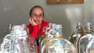 Πώς είναι να ζεις με 25 λίτρα νερό; Το αποκαλυπτικό «πείραμα» του μετεωρολόγου του CNN