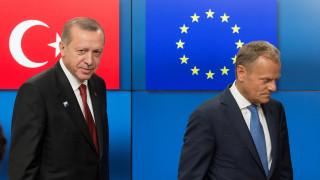 Αυστηρό μήνυμα Τουσκ προς την Άγκυρα για Αιγαίο και κυπριακή ΑΟΖ