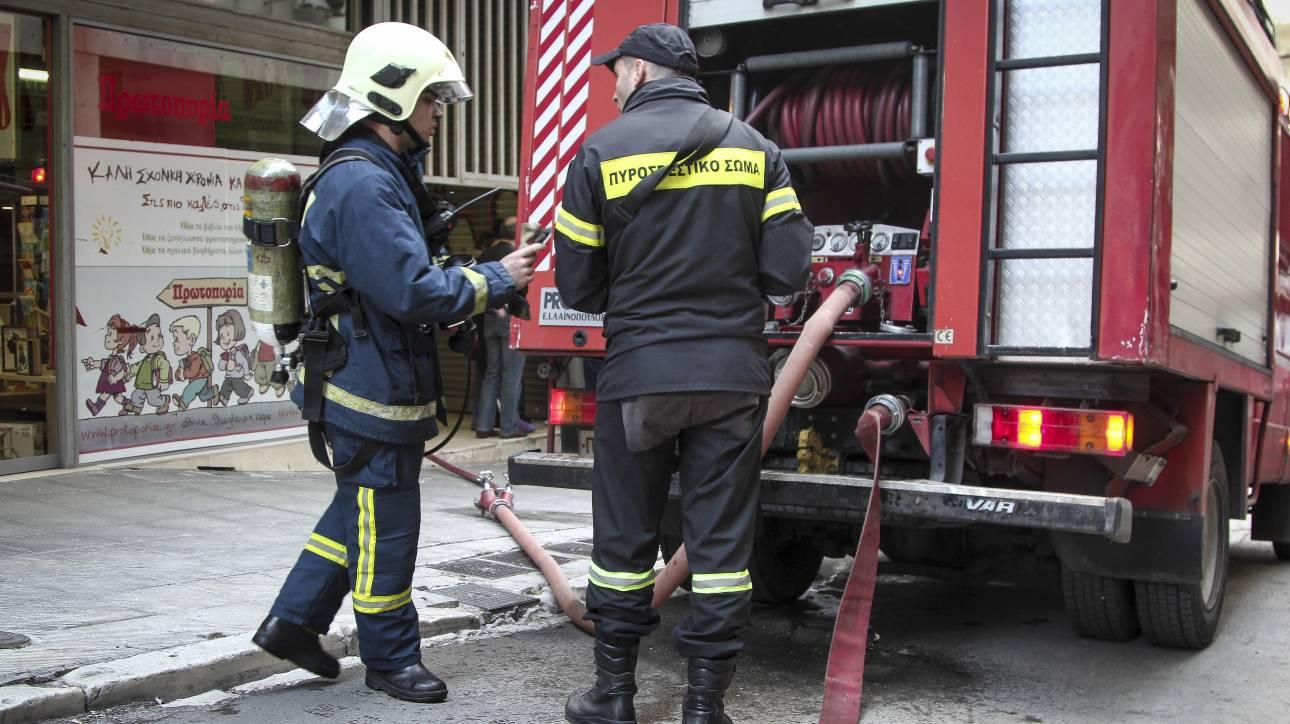 Απεγκλωβισμός οικογένειας από διαμέρισμα μετά την εκδήλωση πυρκαγιάς