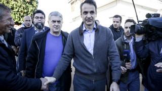 Στη Μάνδρα ο Κυριάκος Μητσοτάκης – «Στημένη επίσκεψη» λέει ο ΣΥΡΙΖΑ