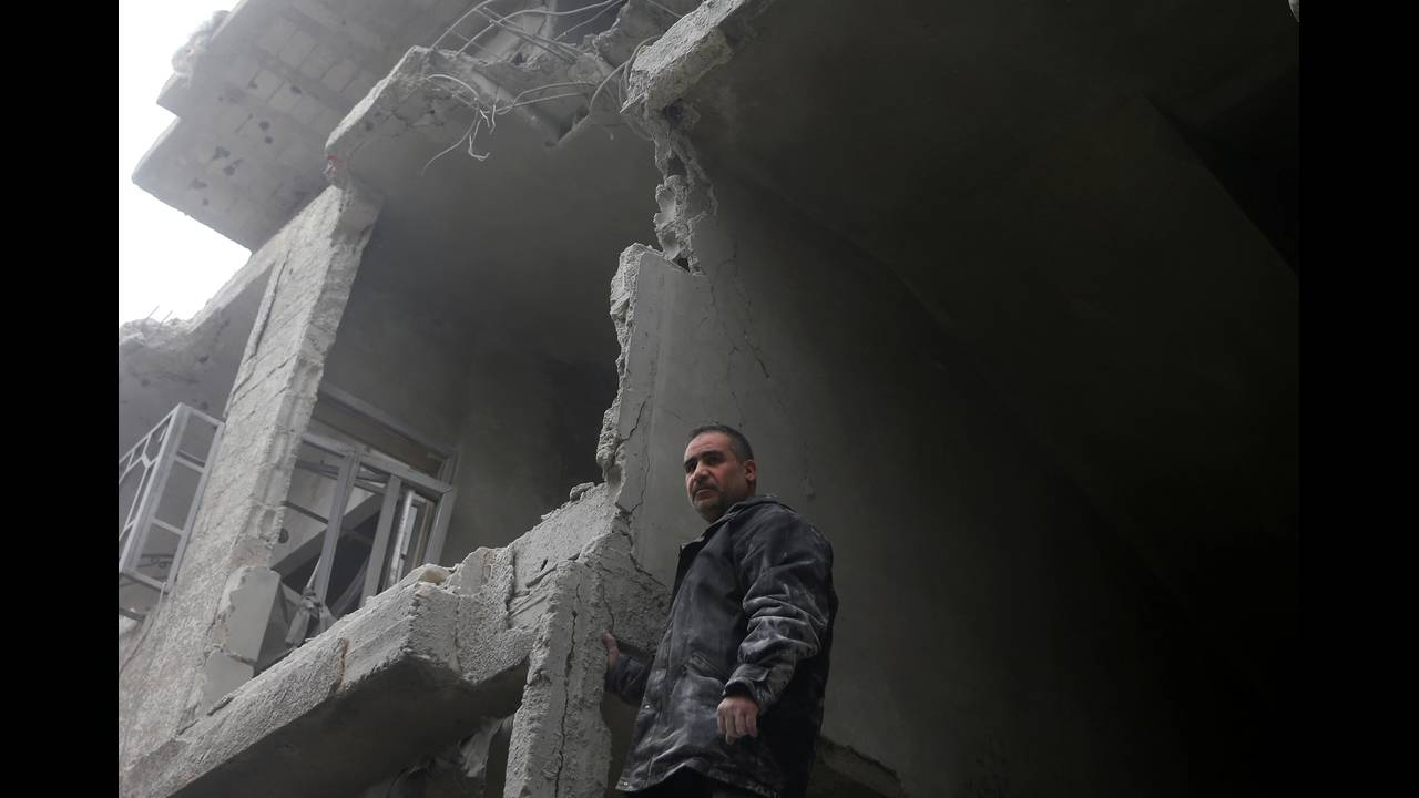 https://cdn.cnngreece.gr/media/news/2018/02/24/119112/photos/snapshot/2018-02-11T153544Z_353685886_RC1CE8285A50_RTRMADP_3_MIDEAST-CRISIS-SYRIA.JPG