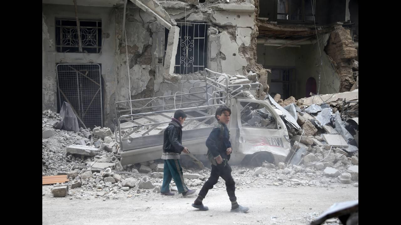 https://cdn.cnngreece.gr/media/news/2018/02/24/119112/photos/snapshot/2018-02-11T153619Z_1071104808_RC13318F0FC0_RTRMADP_3_MIDEAST-CRISIS-SYRIA.JPG