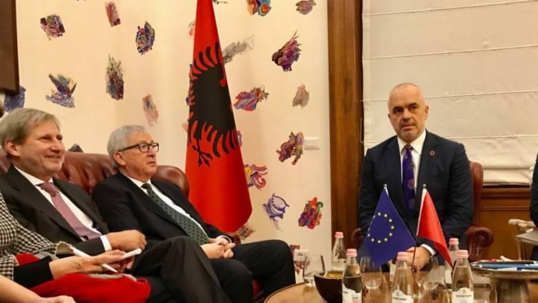 Γιούνκερ: Η Αλβανία έχει σημειώσει σημαντική πρόοδο - Πρέπει να παραμείνει σε πορεία μεταρρυθμίσεων
