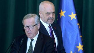 «Λύστε τα προβλήματα με τους γείτονές σας», προέτρεψε τους Αλβανούς ο Γιούνκερ