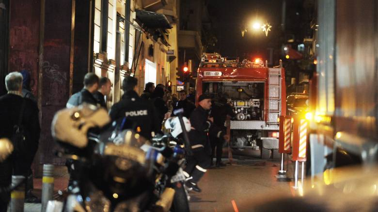Επιθέσεις με γκαζάκια σε διμοιρία των ΜΑΤ και γραφεία τηλεοπτικού σταθμού