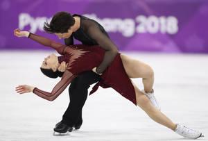 Οι Καναδοί Τέσα Βίρτιου και Σκοτ Μουάρ εκστασίασαν το κοινό με την εμφάνισή τους στον τελικό του καλλιτεχνικό πατινάζ, για την οποία επιβραβεύθηκαν με το χρυσό μετάλλιο.