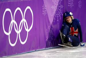 Ο αποκλεισμός της Ελίζ Κρίστι προκάλεσε παγκόσμια συγκίνηση. Η νεαρή Βρετανίδα αθλήτρια αποκλείστηκε από τους αγώνες έπειτα από τα ατυχήματά της τόσο στον τελικό των 500μ, όσο και στον ημιτελικό των 1.500μ. στο πατινάζ ταχύτητας. Ίδια κατάληξη είχε και η