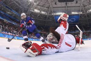Η Ζοσελίν Λαμορό Ντέιβιντσον σκοράρει με πέναλτι και γράφει το 3-2, στη νίκη των ΗΠΑ επί του Καναδά.