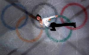 Οι Ιάπωνες εκστασιάστηκαν με τον Γιαζούρου Χάνιου, που έγινε ο πρώτος αθλητής του καλλιτεχνικού πατινάζ που κερδίζει διαδοχικά χρυσά μετάλλια, από το 1952.