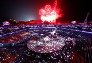 Η αυλαία έπεσε με την τελετή λήξης και τη σκυτάλη να περνά στο Πεκίνο, που θα φιλοξενήσει τους Χειμερινούς Ολυμπιακούς Αγώνες το 2022.