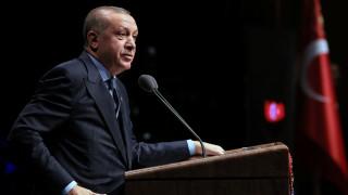 Η τούρτα δημοσιογράφων για τον Ερντογάν – Έκλεισε τα 64