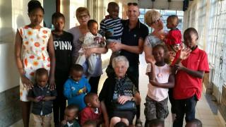 Μάθημα ανθρωπιάς από 93χρονη Ιταλίδα: Πηγαίνει στην Κένυα για να βοηθήσει τα ορφανά