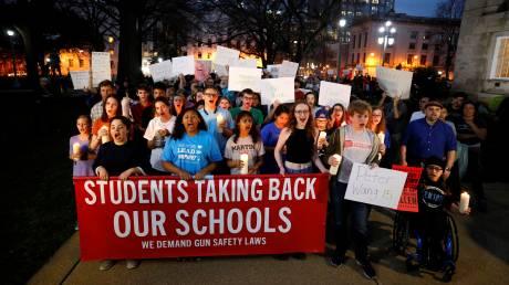 ΗΠΑ: Το μαθητικό κίνημα κατά της οπλοκατοχής γιγαντώνεται