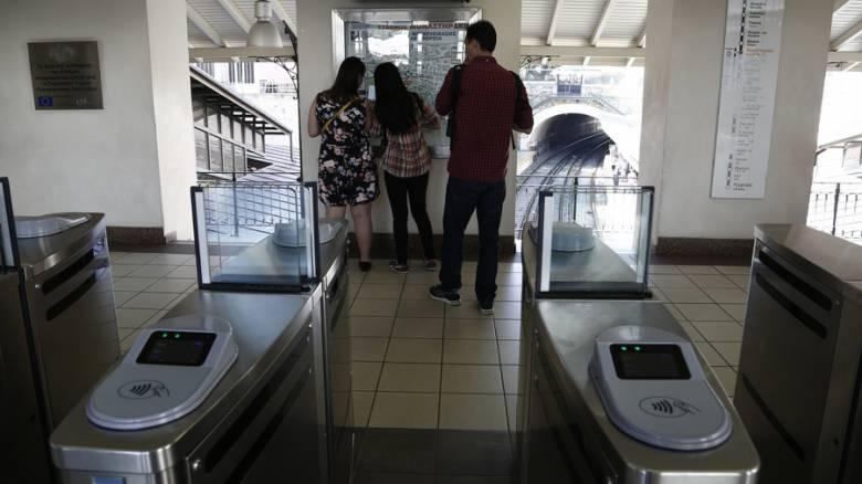Δεν κλείνουν ακόμη οι μπάρες στο μετρό - Τι προκαλεί τις καθυστερήσεις