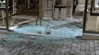 Επιθέσεις και ζημιές σε καταστήματα στην Ερμού